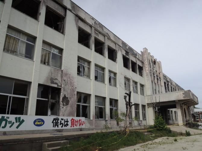 被災地の小学校。1,2階は大津波の被害、3階は津波が運んだ火災で消失した