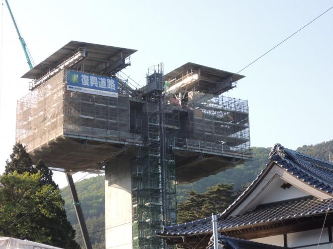 屋根の上でも復興