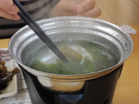 鍋に入れると、鮮やかな緑色に・・・