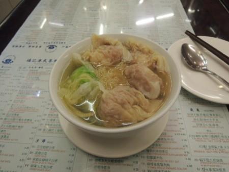 スッキリしたスープのワンタンメン